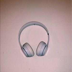 (White) beats solo 3